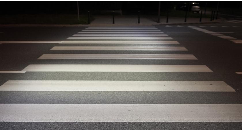 Ulice i place, doświetlone przejścia pieszych Potrzeba więcej - zdjęcie, fotografia